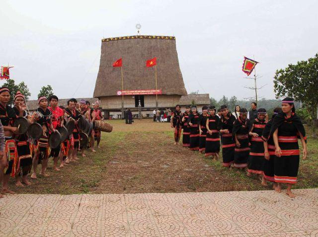 Nhà rông tại làng văn hóa