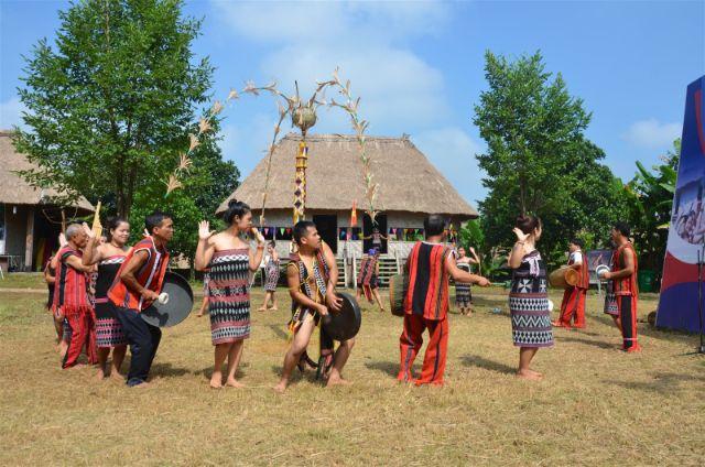 3.Phương tiện đi lại tới làng văn hóa
