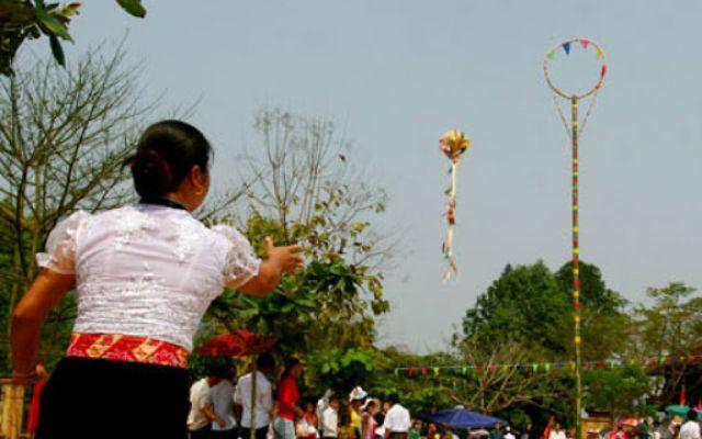 Trò chơi ném còn dân tộc Thái